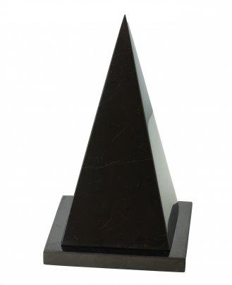 Piramide Isoscele Cava di Shungite + Supporto 7 cm