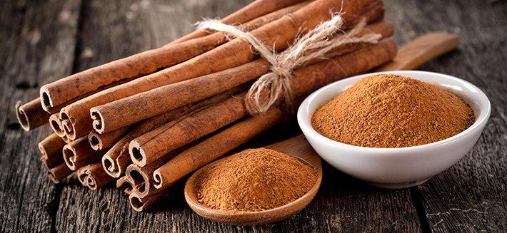 La pianta della cannella è caratterizzata da diverse sostanze con effetto terapeutico, che si ritrovano soprattutto l'olio essenziale. Questo si ricava dalla corteccia dei rami più giovani