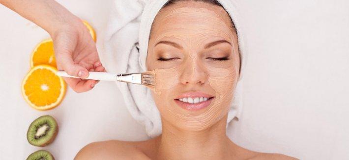 Pulizia e cura del viso naturale