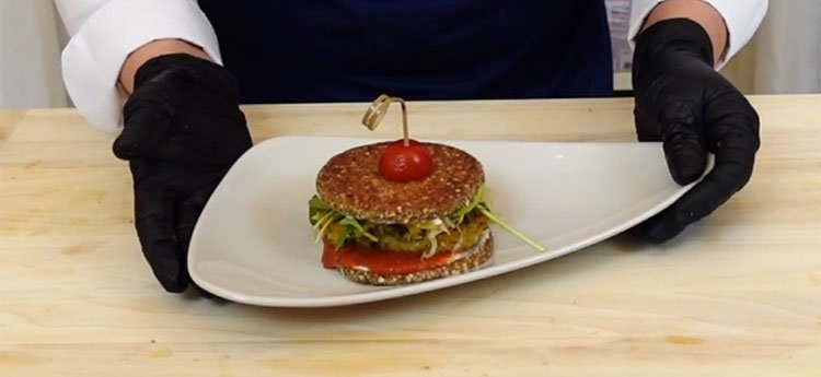 Toast di Saraceno con Burger Vegano di Ceci, Amaranto e Verdure - Videoricetta