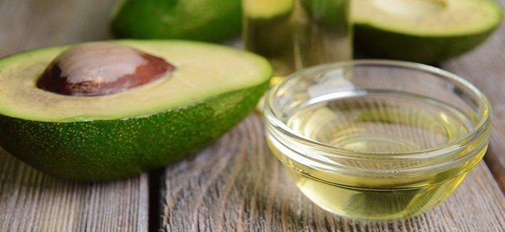 L'olio di avocado è ideale per la pelle e i capelli