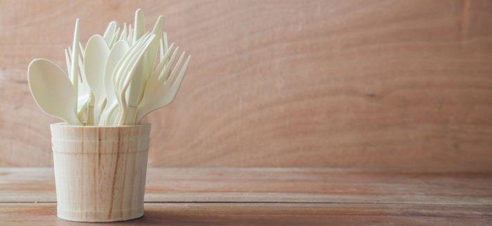 Alternative eco-friendly: la Bioplastica per piatti e bicchieri usa e getta