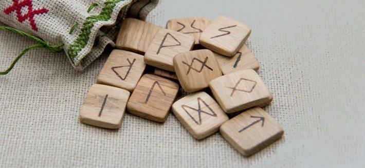 Rune: i segni magici con cui scoprire il tuo futuro
