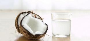 Aceto di cocco: proprietà e come usarlo in cucina