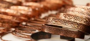 Bracciali in rame: monili antichi e potenti