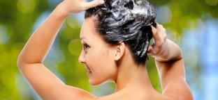 Prendersi cura dei capelli con le erbe benefiche